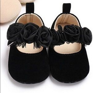 Sweet black baby shoes.  Size 5. NWT.